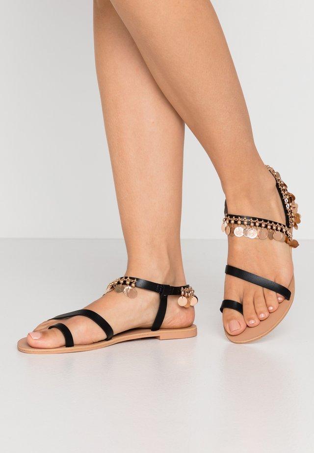 MARLEY - Sandály s odděleným palcem - black