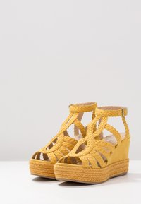 Bullboxer - Højhælede sandaletter / Højhælede sandaler - old yellow - 4