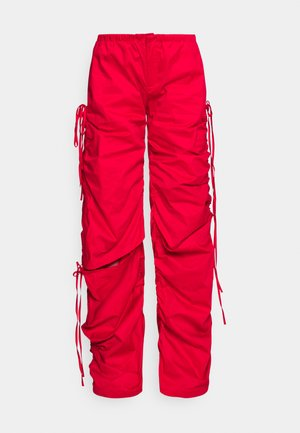WIDE LEG CARGO TROUSER WITH CUT OUT - Kalhoty - red