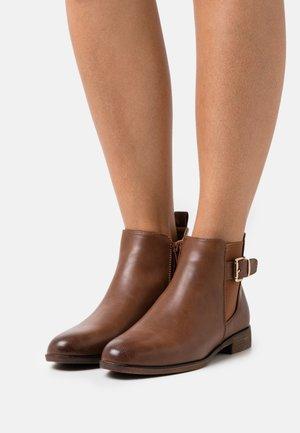 COMFORT - Ankle boot - cognac