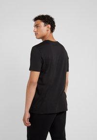 HUGO - DOLIVE - T-shirt med print - black - 2