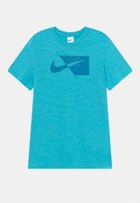 Nike Performance - PLUS - T-shirt print - chlorine blue/imperial blue - 0