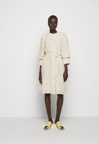Bruuns Bazaar - LILLIE DAISY DRESS - Paitamekko - kit - 0