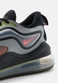 Nike Sportswear - AIR MAX ZEPHYR EOI UNISEX - Sneakers - metallic silver/bright crimson/black - 5