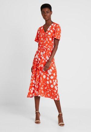 WRAP DRESS WITH FLOWER PRINT - Maxi šaty - orange/red