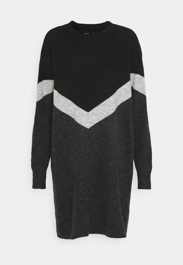 VMGINGOBLOCK O-NECK DRESS  - Strikkjoler - dark grey melange/black