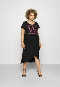 CAPSULE by Simply Be - TEXTURED WRAP SKIRT - Pencil skirt - black - 1