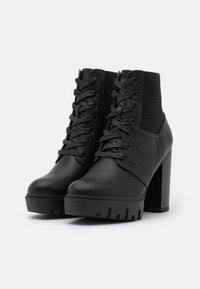 Miss Selfridge - BLAST BEATIE UPDATE - Šněrovací kotníkové boty - black - 2