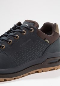 Lowa - LOCARNO GTX - Hiking shoes - navy - 5