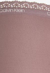 Calvin Klein Underwear - Alushousut - plum dust - 2