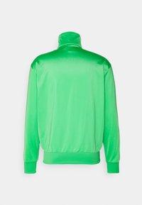 adidas Originals - FIREBIRD ADICOLOR PRIMEBLUE TRACK  - Träningsjacka - semi screaming green - 1