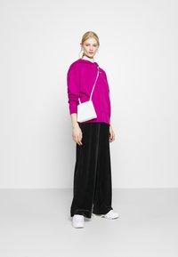 Nike Sportswear - HOODIE TREND - Sweat à capuche - cactus flower/white - 1