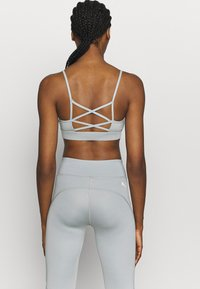 Puma - RUCHING SPORT BRA - Sports bra - quarry