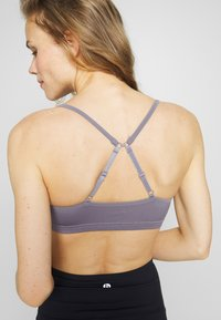 Cotton On Body - WORKOUT YOGA CROP - Sport-bh met light support - ash amethyst - 6