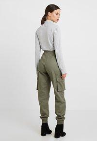 Missguided Petite - PLAIN CARGO TROUSER - Trousers - khaki - 2