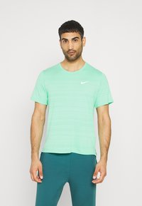 Nike Performance - MILER  - Basic T-shirt - green glow/reflective silver - 0