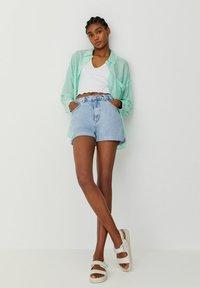 PULL&BEAR - Shorts di jeans - light blue - 3