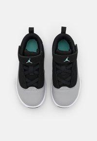 Jordan - MAX AURA 2 UNISEX - Chaussures de basket - black/tropical twist/light smoke grey/white - 3