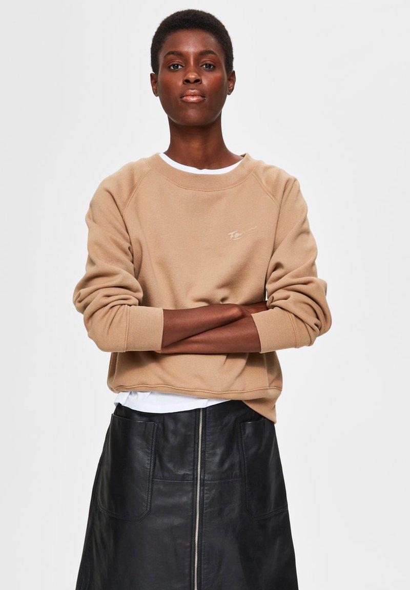 Selected Femme - Sweatshirt - tigers eye