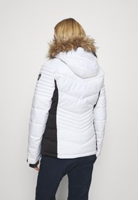 Superdry - SNOW LUXE PUFFER - Kurtka narciarska - white - 2