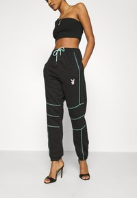 Missguided - PLAYBOY CONTRAST STITCH - Pantalones deportivos - black - 0