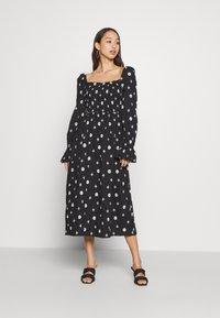 Never Fully Dressed - CROSS EMBROIDERED MIDI - Denní šaty - black - 0