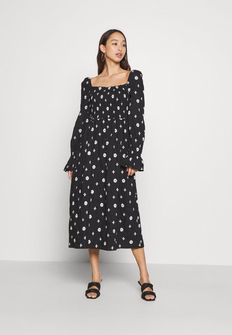 Never Fully Dressed - CROSS EMBROIDERED MIDI - Denní šaty - black