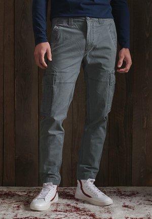 PANTS - Reisitaskuhousut - naval grey