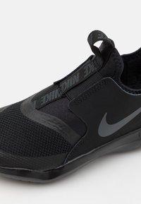 Nike Performance - FLEX RUNNER UNISEX - Neutral running shoes - black/anthracite - 5