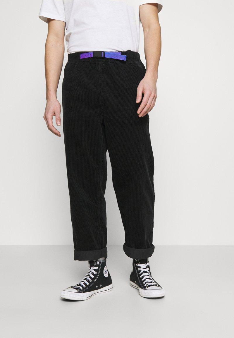 Converse - TRAIL PANT - Pantalones - black