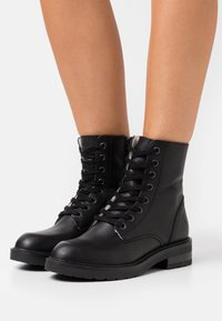 Bullboxer - Lace-up ankle boots - black - 0