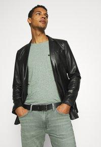 Lee - LUKE - Jeans slim fit - faded khaki - 3