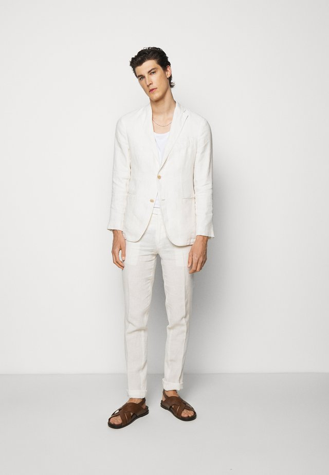 Suit - off-white