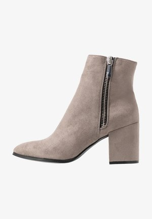 Classic ankle boots - grey