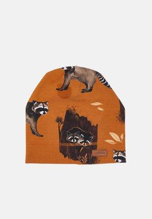 BEANIE CURIOUS RACCOONS UNISEX - Beanie - brown