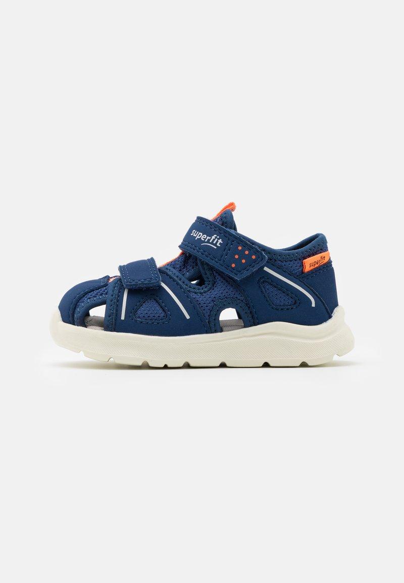Superfit - WAVE - Chodecké sandály - blau/orange