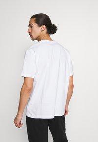 GAP - CREW  - T-shirts basic - optic white - 2