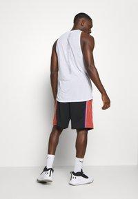 Mitchell & Ness - NBA SWINGMAN SHORTS UTAH JAZZ - Short de sport - black - 2