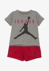 Jordan - JUMPMAN AIR SHORT SET - Urheilushortsit - gym red - 3