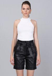 Basics and More - Shorts - black - 0
