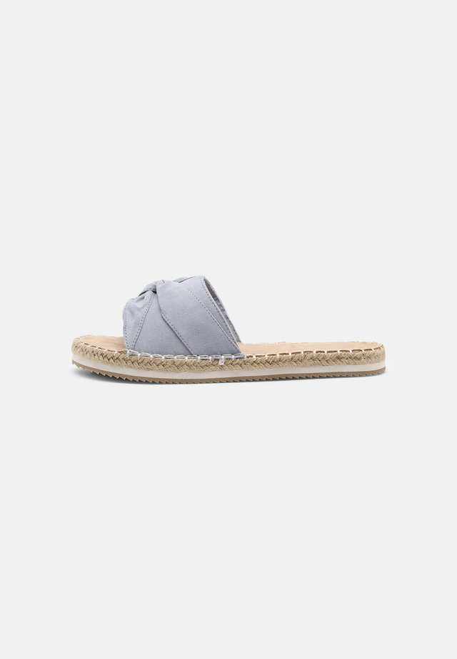 Pantofle - pastel blue