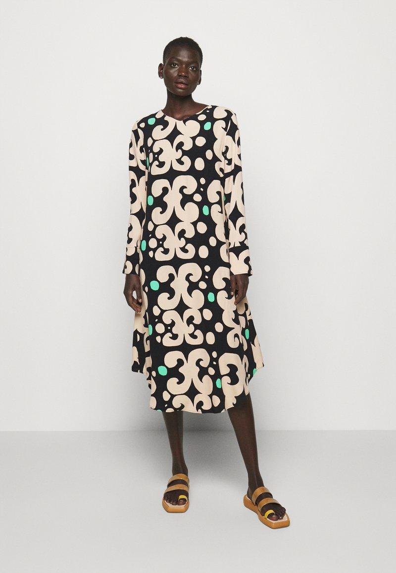 Marimekko - KEHO PIENI KEIDAS DRESS - Robe d'été - black/beige/green