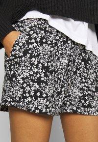 Le Temps Des Cerises - IRIS - Shorts - black - 4