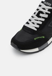 Guess - NEW GLORYM SMART - Sneakersy niskie - black - 5