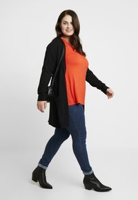 Dorothy Perkins Curve - V POCKET TEE - T-shirts - orange - 1