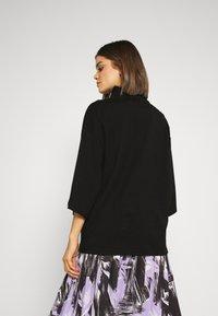 Monki - HILLIE TEE - Basic T-shirt - black - 2