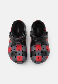 Crocs - CLASSIC LINED PLAID UNISEX - Mules - red/black - 3