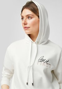 comma - Hoodie - white placed print - 6