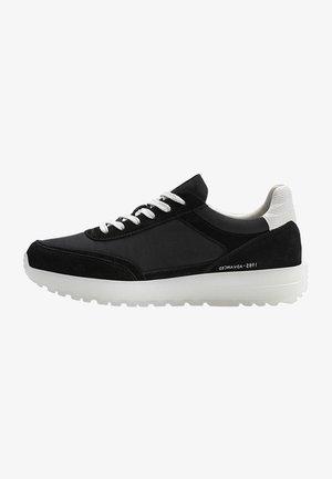 KOMBINIERTE SNEAKER IN SCHWARZ - Sneakers laag - black