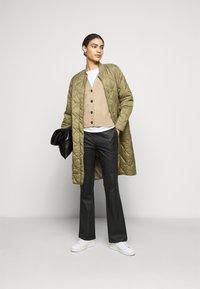 CLOSED - POSY  CLASSIC COAT - Classic coat - green umber - 1